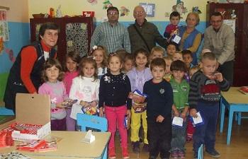 """Asociaţia """"Dunieres sans Frontieres"""" sprijină grădiniţele din zona Dej"""