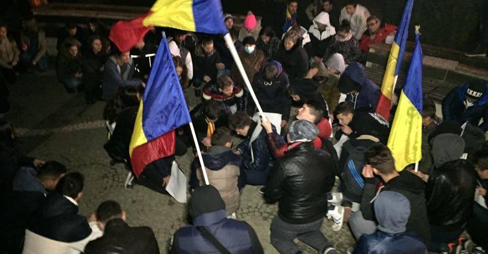 Proteste și la Dej! Tinerii au ieșit în stradă