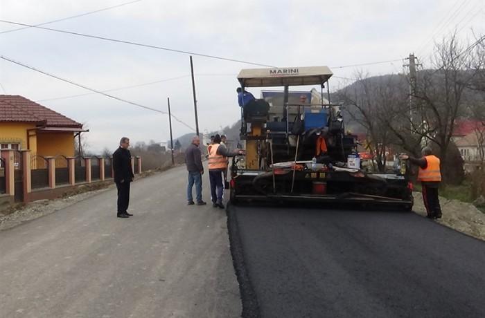 Se lucrează intens pe strada Şomcutului, în Viile Dejului