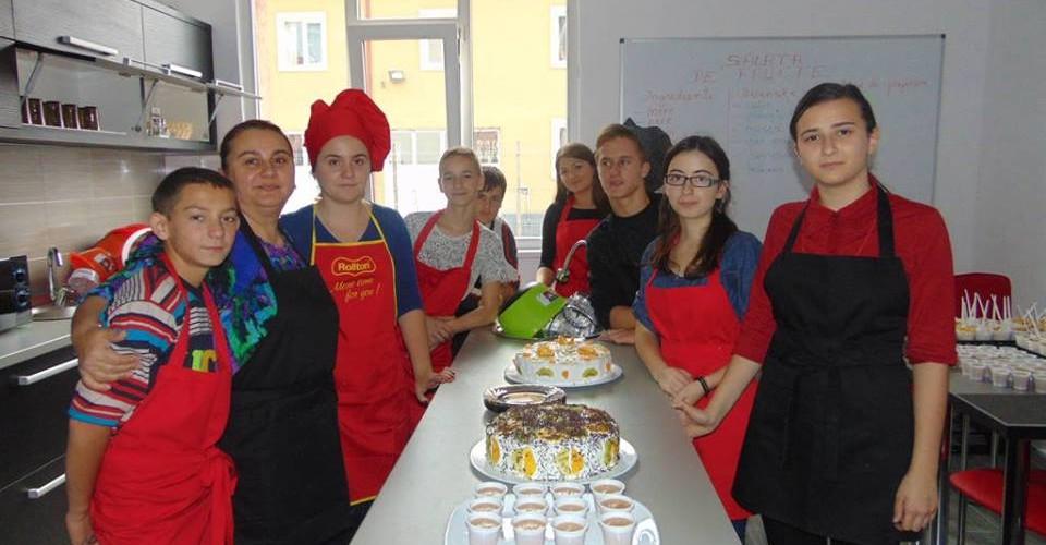 """""""Atelier gastronomic"""" la Şcoala Specială Dej"""
