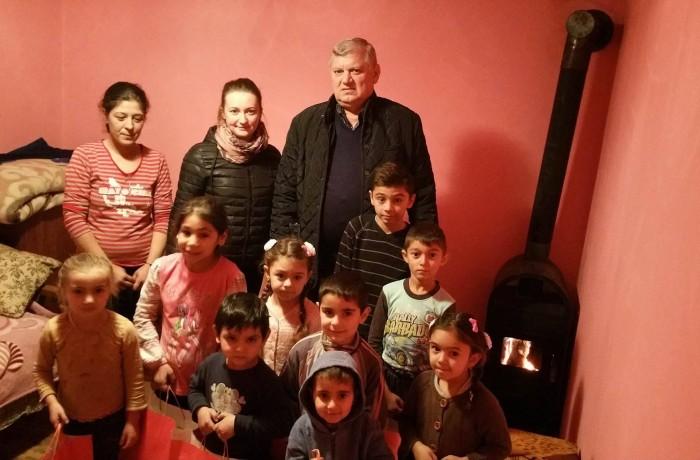 """Campania """"Chiar dacă sunt sărac, Moș Crăciun nu m-a uitat"""" a ajuns și la Rugășești"""