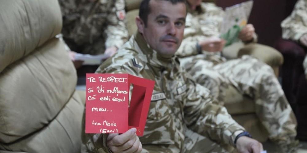 În Afganistan au ajuns scrisorile de acasă, cu iz de sărbători