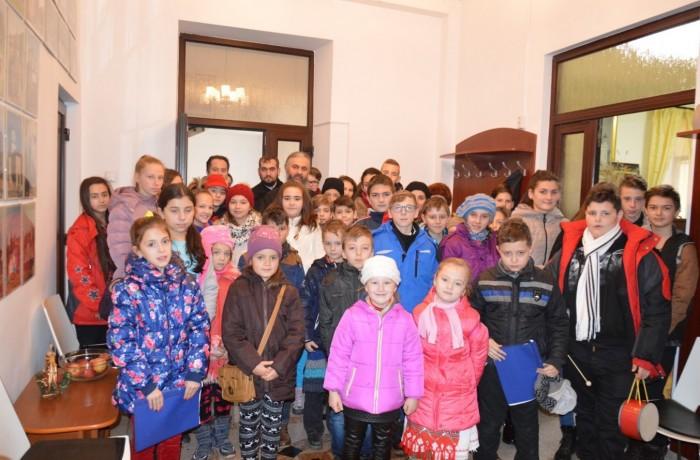 Copiii din Ocna Dej, la colindat în Eparhia Cluj