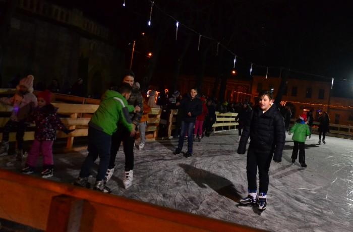 S-a deschis patinoarul din centrul orașului