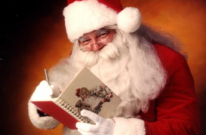 Moş Crăciun, cu plete dalbe…