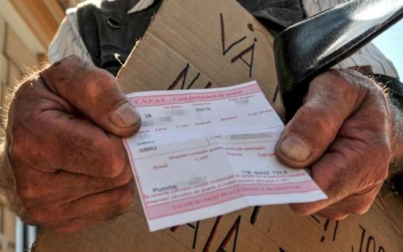 Românul cu un salariu mediu contribuie la sistemul de pensii cu 84.000 de euro. La bătrânețe primește mai puțin de jumătate înapoi