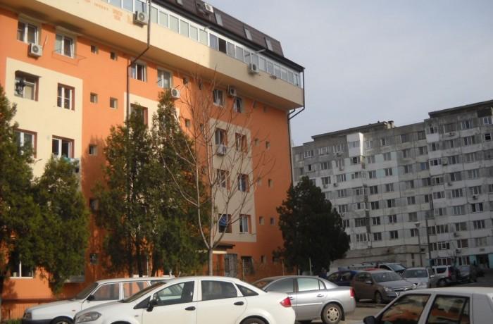 Românii trăiesc în locuinţe mici şi înghesuite