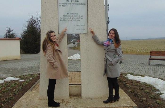 """Două eleve din Dej,  participante la Concursul Naţional """"Ocrotiţi de Eminescu"""" din Blaj"""