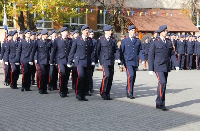 În atenția tinerilor dornici să urmeze o carieră militară
