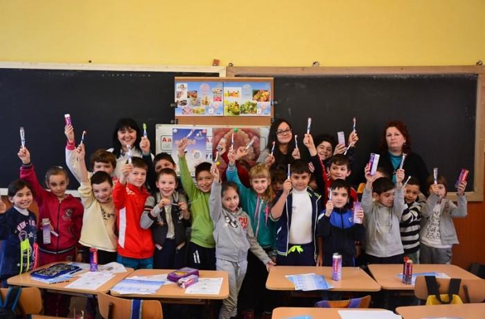 """Rotary Club Dej a început implementarea proiectului """"Dinţi frumoşi, copii sănătoşi"""""""