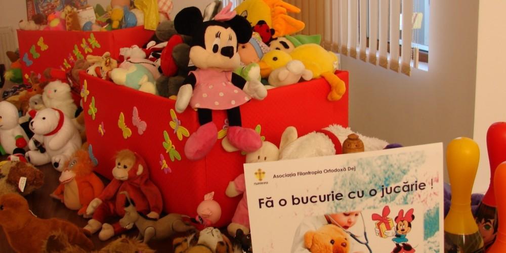 Jucării pentru copiii internaţi la Spitalul Municipal Dej