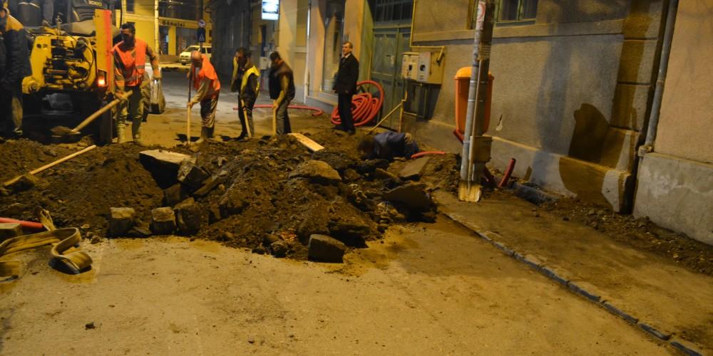 Se lucrează zi şi noapte în centrul municipiului
