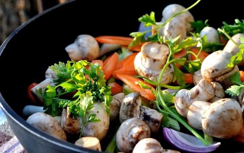 Mâncare de cartofi cu ciuperci