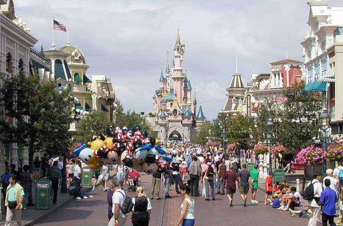 Euro-Disneyland, Paris…