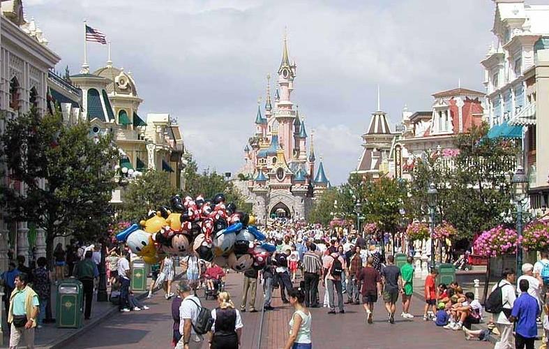 Euro-Disneyland, Paris…