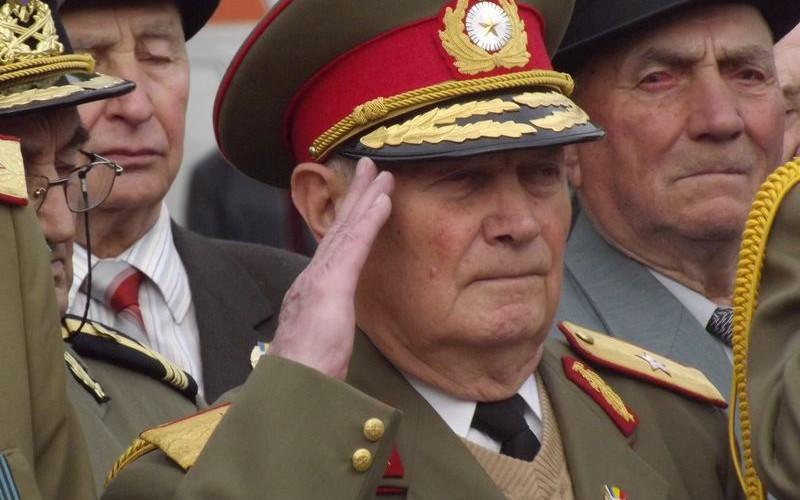 Pensiile pentru militari, poliţişti şi unii funcţionari publici, se recalculează