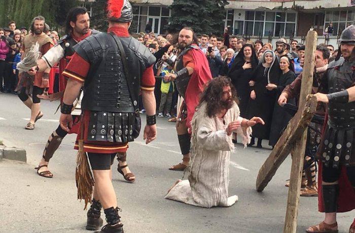 Drumul Crucii, refăcut pe străzile municipiului Dej – Video