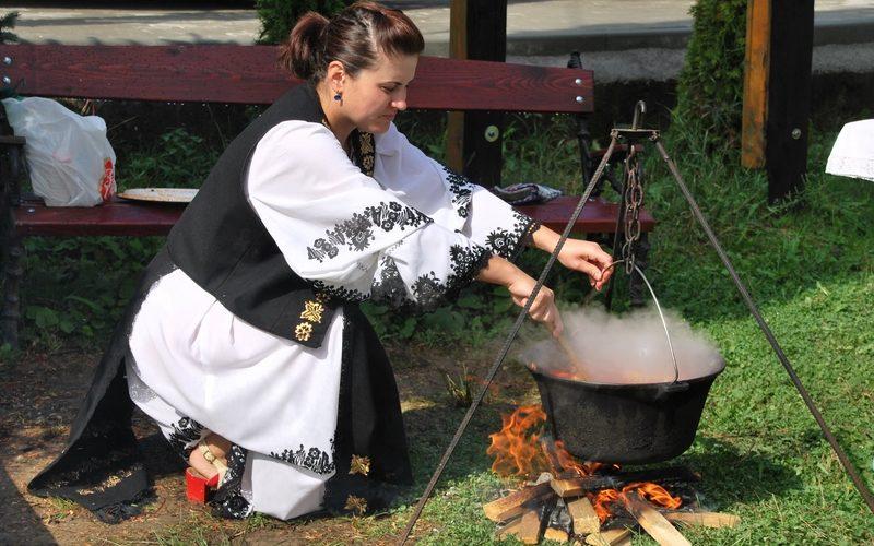 Vechi mâncăruri din Țara Moților: Chisăliţa, păsatul, cirul şi balmoşul