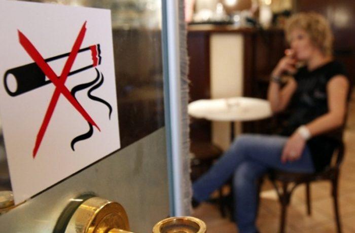 Au fost aprobate două amendamente la Legea antifumat