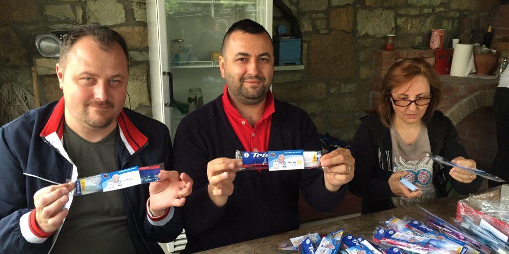 """Donație elvețiană pentru proiectul RC Dej – """"Dinţi frumoşi, copii sănătoşi"""""""