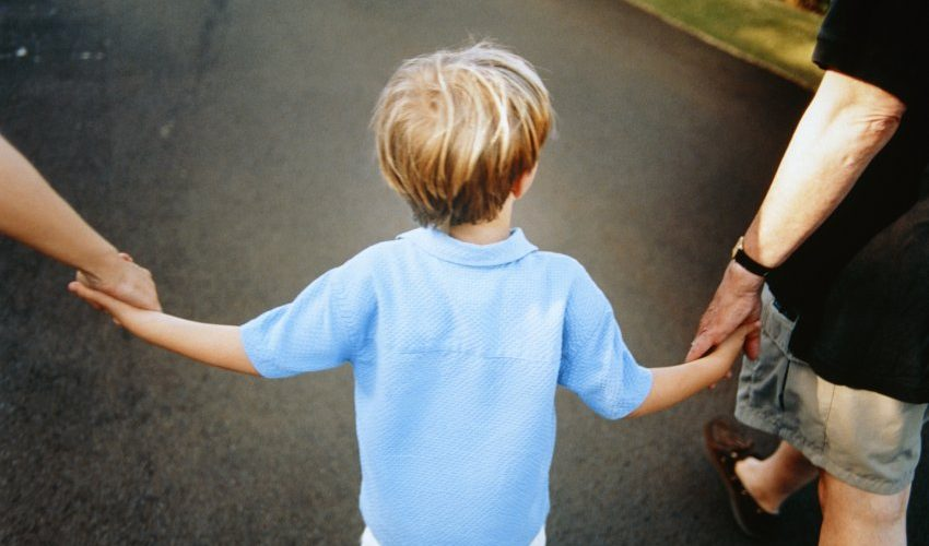 Din august, salariații care adoptă copii vor putea să ceară concediul şi indemnizaţia de acomodare