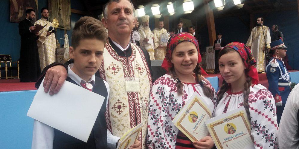 """Trei elevi dejeni, finaliști ai  Concursului național  """"Biserica și școala din sufletul meu"""""""