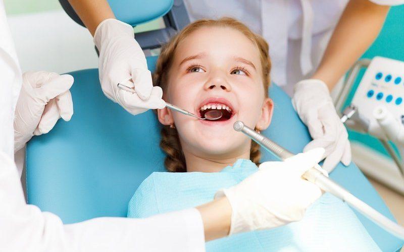 Consultații gratuite la dentist, de două ori pe an, pentru copiii din România