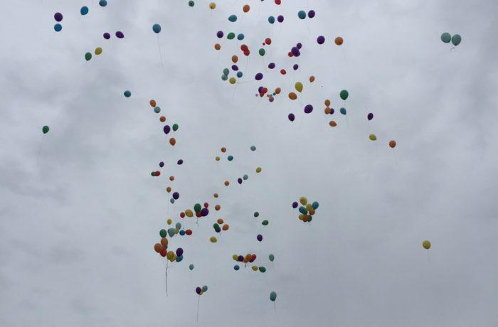 Cerul a fost plin de baloane, iar ochii de lacrimi, ieri, la Dej