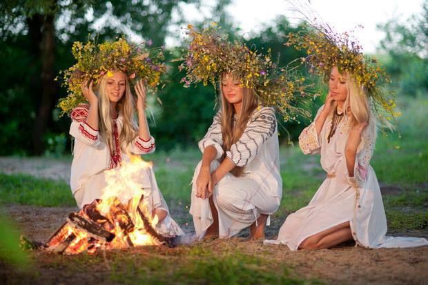 Noaptea de Sânziene, cea mai spectaculoasă sărbătoare păgână a anului
