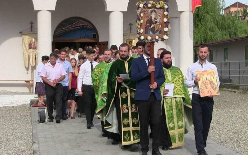 Bucuria comuniunii, împărtășită la Procesiunea organizată de Rusalii