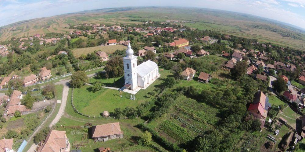 Guvernul va apela la preoți pentru a-i aduce pe țărani în asociații agricole