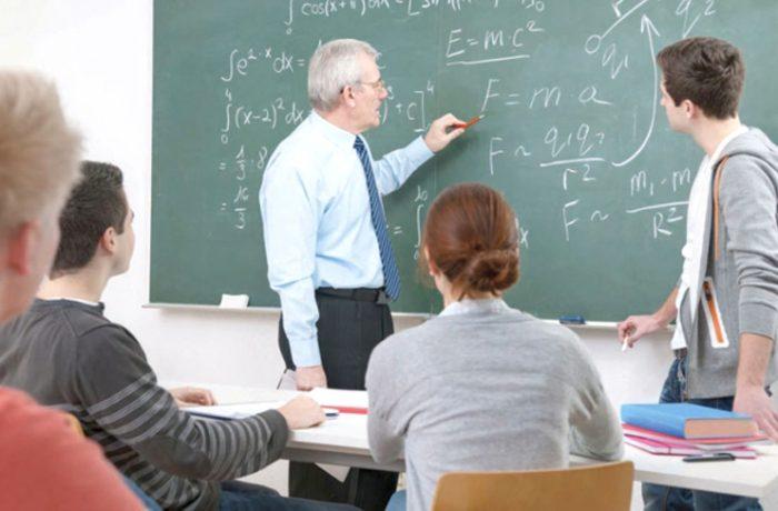 Profesorii ar putea ieşi la pensie mai devreme cu trei ani, la cerere