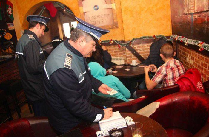 Cluburile și barurile, în atenția Poliției