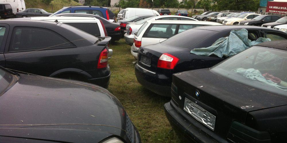 Showroom auto, cu autoutilitare și autoturisme confiscate de polițiști!