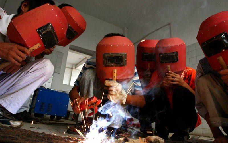Întreprinderile vor putea să înființeze școli profesionale