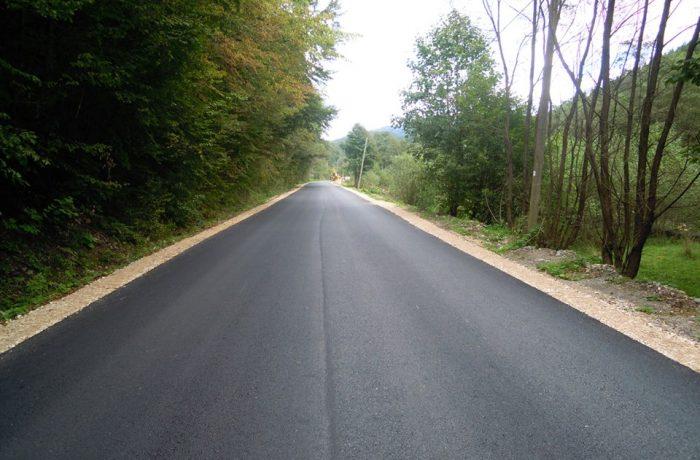 Continuă programul de modernizare şi reabilitare a drumurilor judeţene