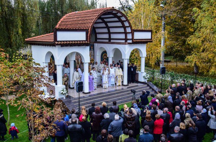 Slujbă arhierească și sfințire de altar, la Dej