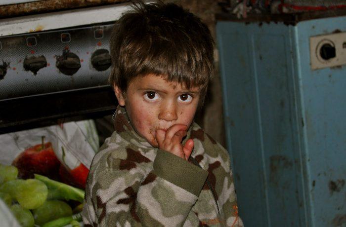 Fără viitor: 46,8% din copiii României, expuși riscului de sărăcie