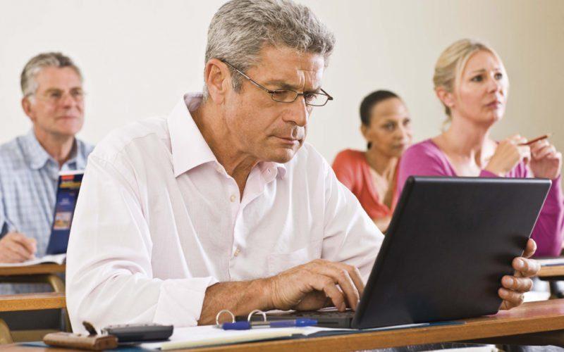 Consilierii locali ar putea fi trimiși să învețe administrație