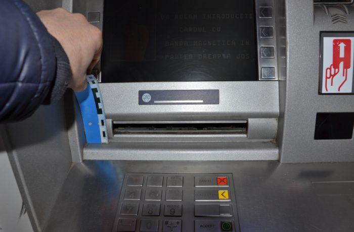 """Poliţia Română:  Atenție la  """"bancomatul-fantomă"""" !"""