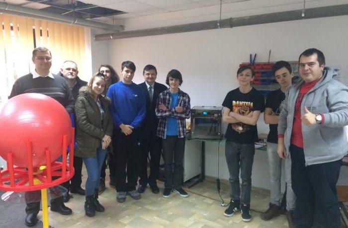 """""""Lupii cibernetici"""" de la CNAM Dej, într-o importantă competiție de robotică"""