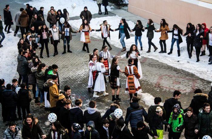 """Hora Unirii, la Colegiului Național """"Andrei Mureșanu"""" Dej"""