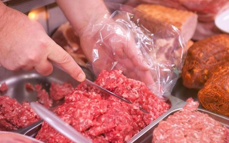 Carne şi produse din carne, confiscate de inspectorii ANSVSA