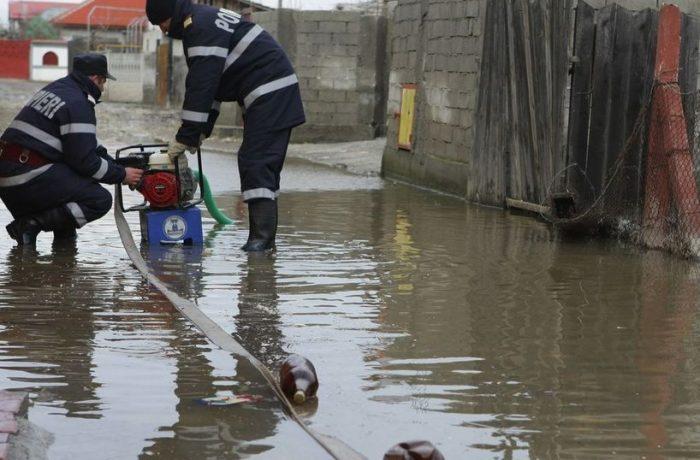 Pompierii, pregătiţi să intervină în caz de inundaţii