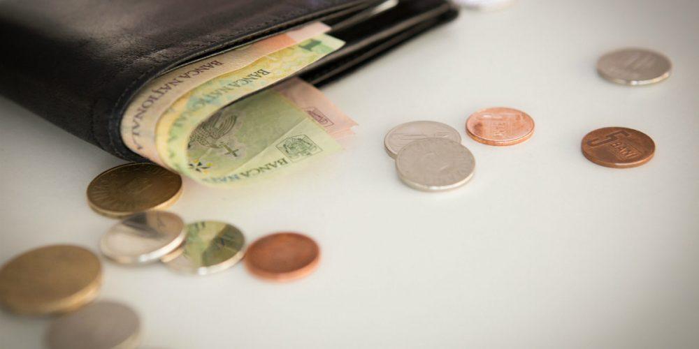 Trecerea contribuțiilor de la angajator la salariat va duce la scăderea venitului net