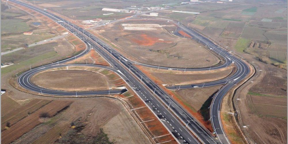 """Pe bretelele de acces pe autostrada Sebeș – Turda """"abia încape un Duster"""""""
