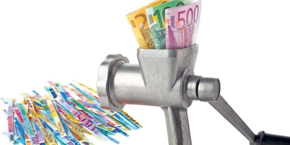 Salariile, ca un bulgăre nebun. România se scufundă în datorii