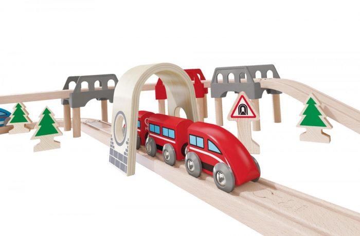 CFR Călători suplimentează trenurile pentru 1 Mai