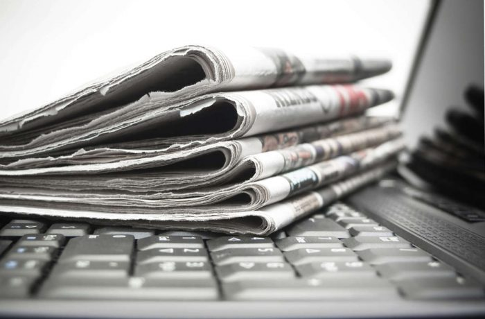 Media alternativă versus Media compromisă.