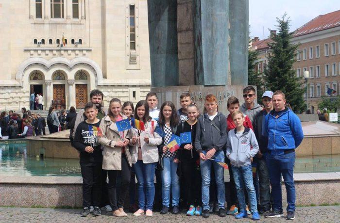 Un grup de elevi ai Școlii Gimnaziale Chiuiești, a sărbătorit ziua de 9 Mai la Cluj-Napoca